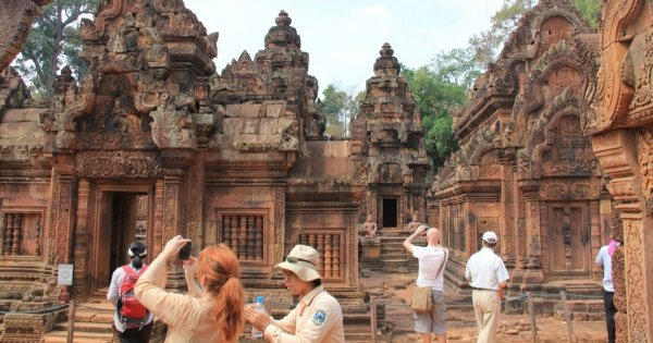 1000 of Lingas, Kbal Spean & Banteay Srei Full Day Private Tour