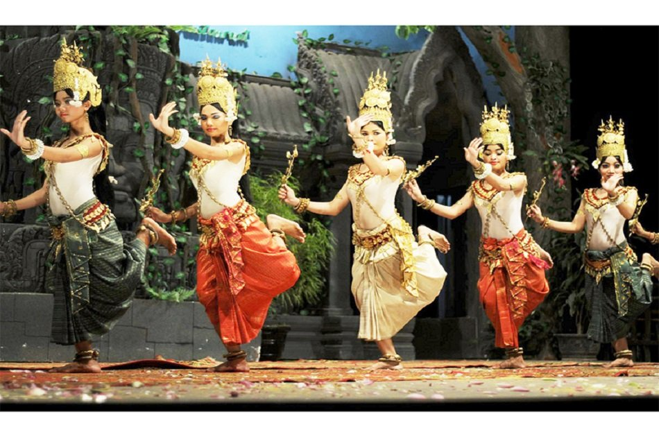 Buffet Dining With Apsara Dance Performance