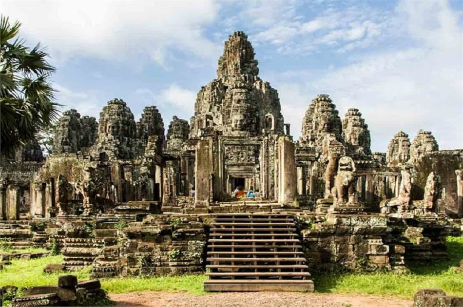 Discover Angkor Complex With a Full Day Private Tour