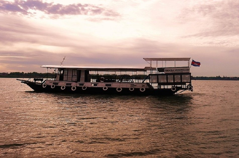 Romantic Dinner Cruise on Phnom Penh