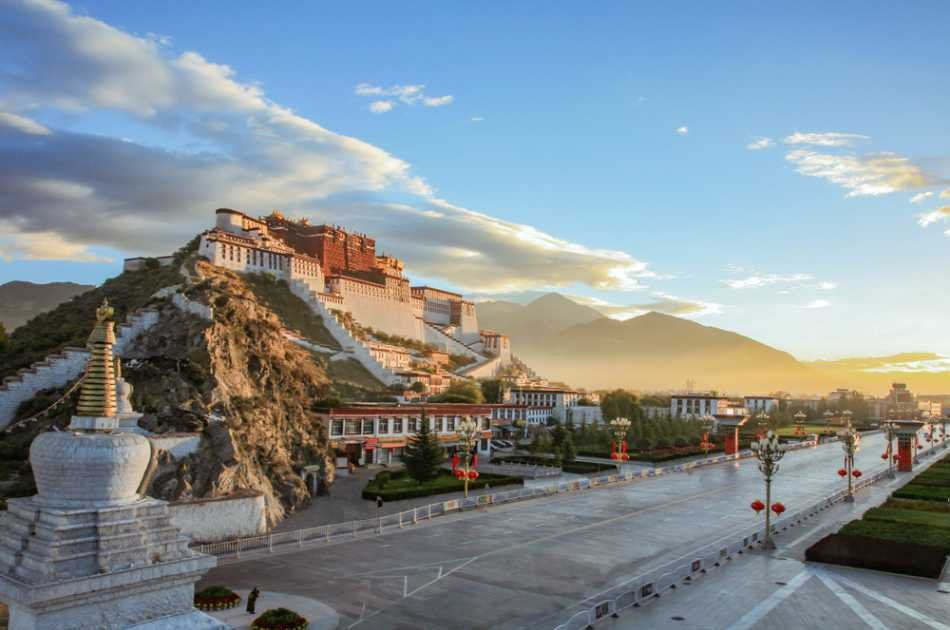 A Spectacular 11 Day Beijing to Lhasa Tour