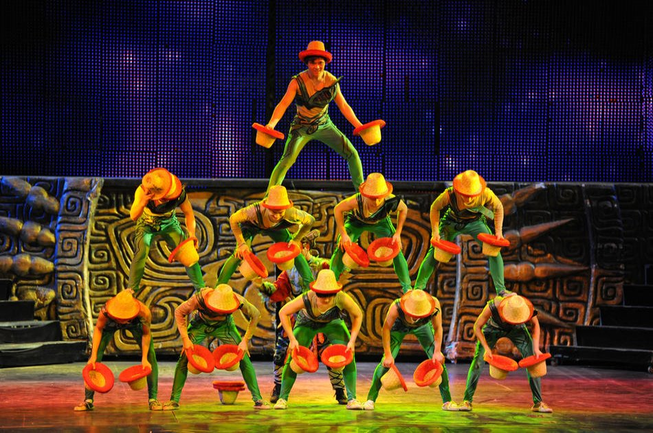 Beijing Roasted Duck Dinner and Acrobatic Show With Private Transport
