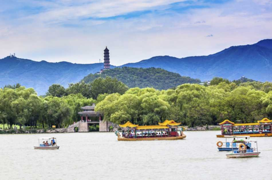 Customizable Badaling Great Wall Private Tour With Roast Duck Dinner and Evening Show
