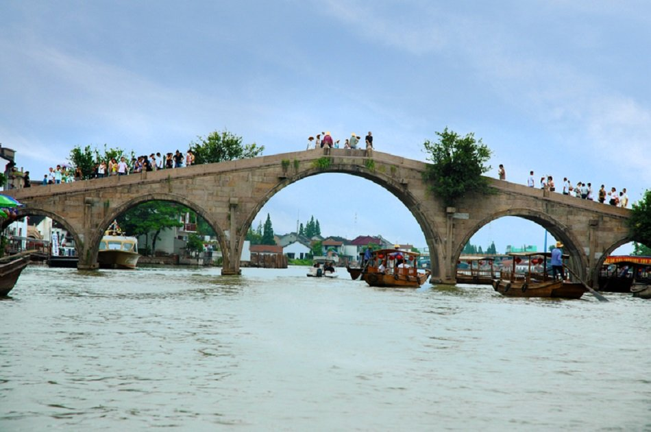 Private Day Tour of Ancient Water Town and Huangpu River Cruise