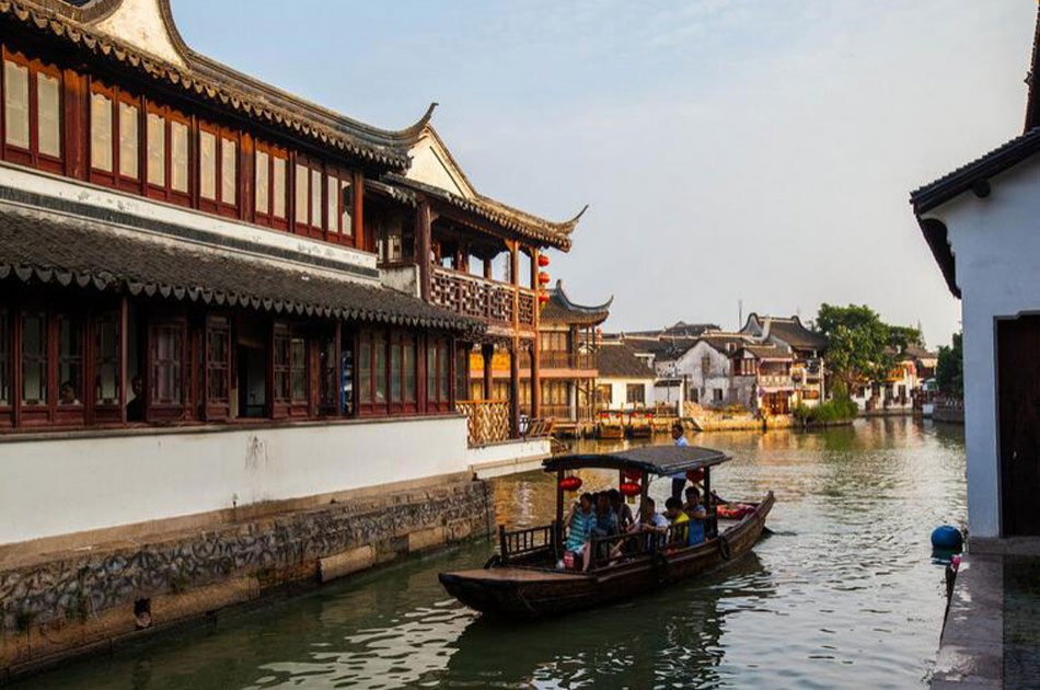 Shanghai Group Tour of Water Town and Night Cruise