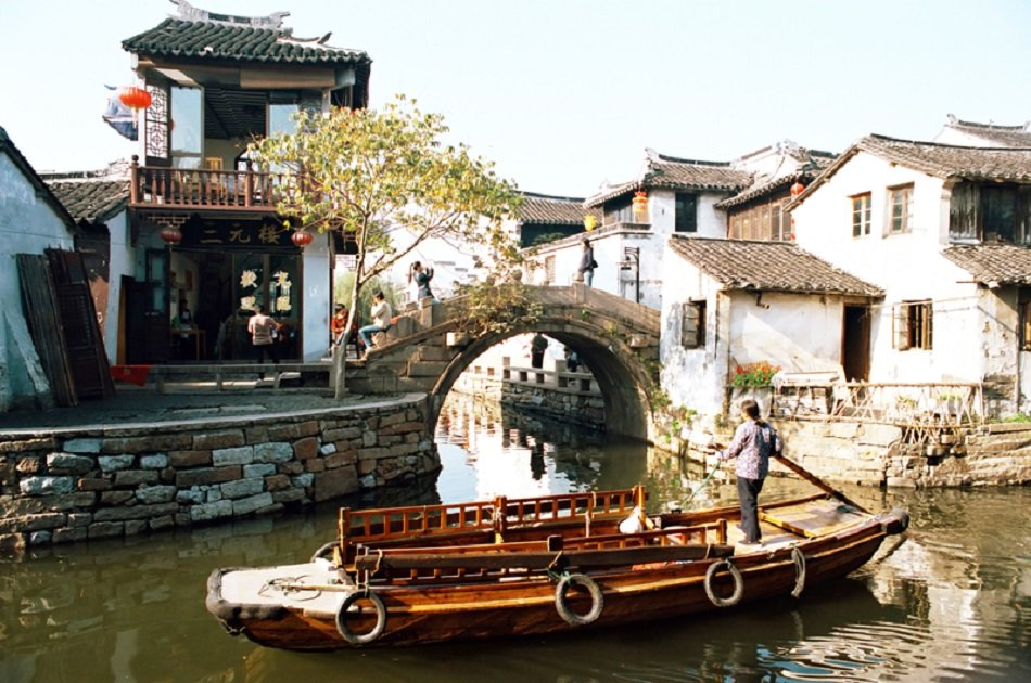 Shanghai Private Day Trip of Zhujiajiao Water Town and Jade Buddha Temple