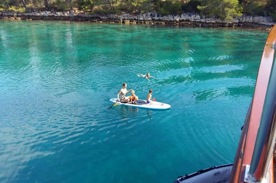 All inclusive Two Islands Swimming Cruise From Split