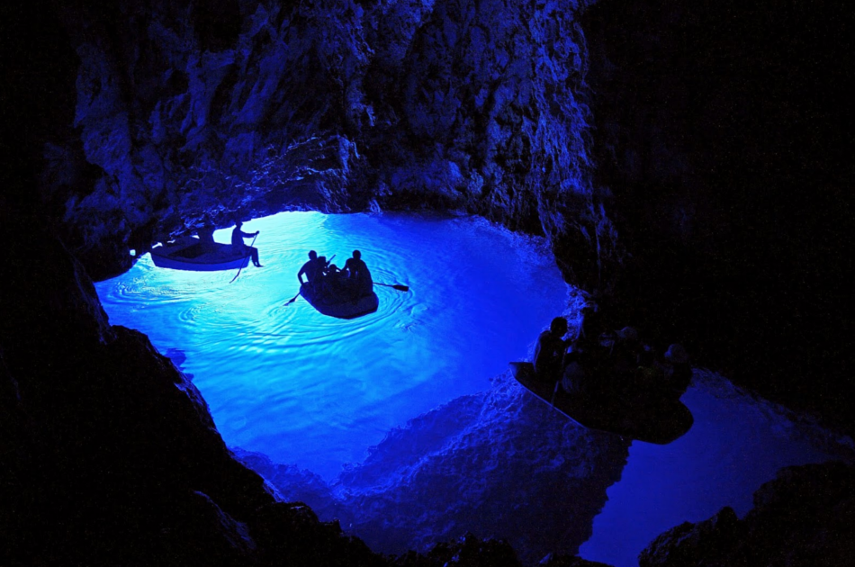 DeLuxe Blue Cave Tour from Split - All inclusive with Lunch & Drinks