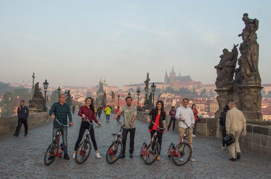 90 Minutes E-scooter Castle Tour, Prague