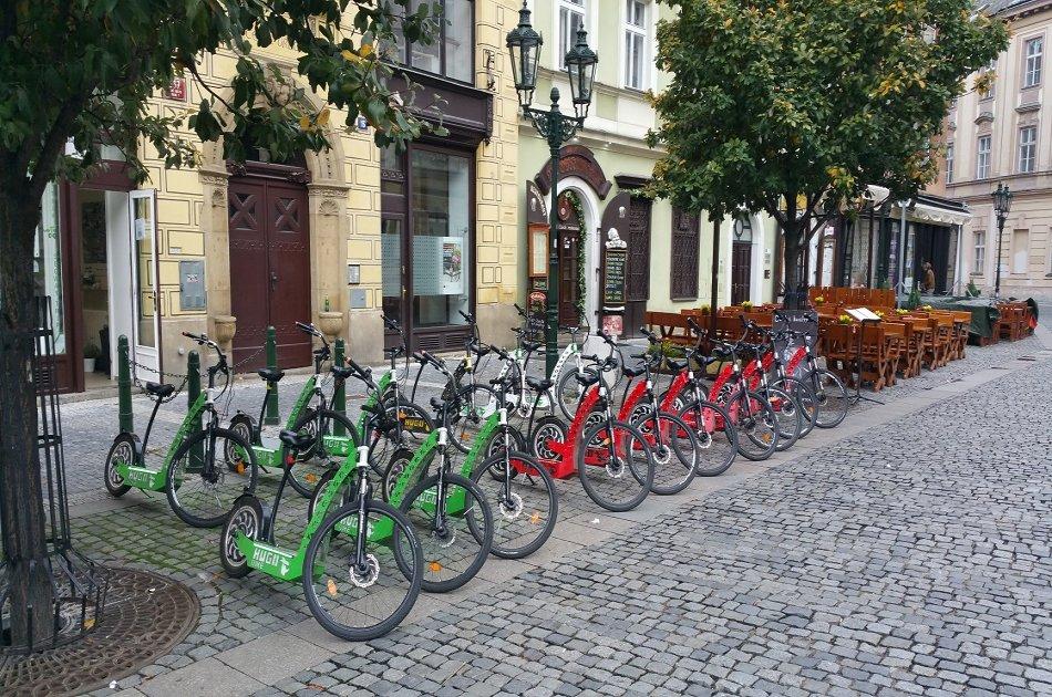 Prague: E-Scooter HUGO Bike Rental