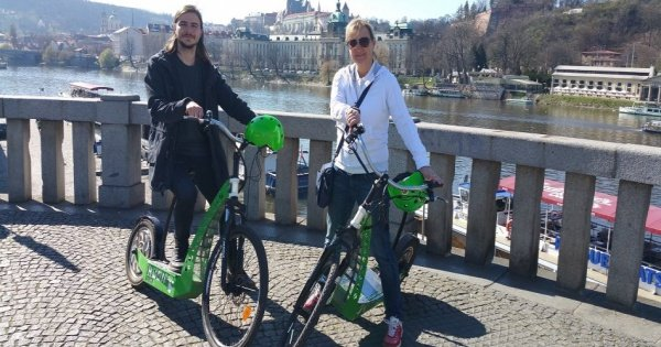 Prague: E-Scooter HUGO Bike Rental
