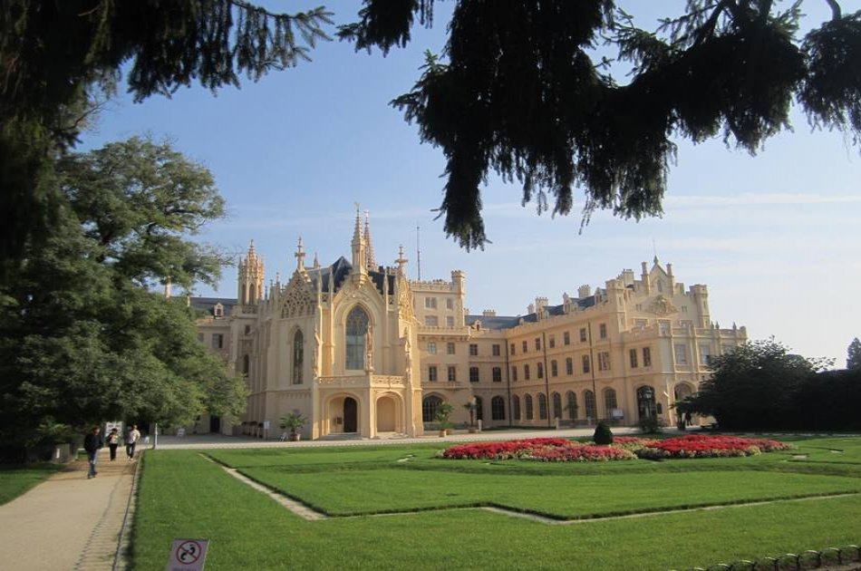 Unesco Lednice - Valtice Chateaux, wine town Mikulov, Palava Hills - Full Day Trip from Brno