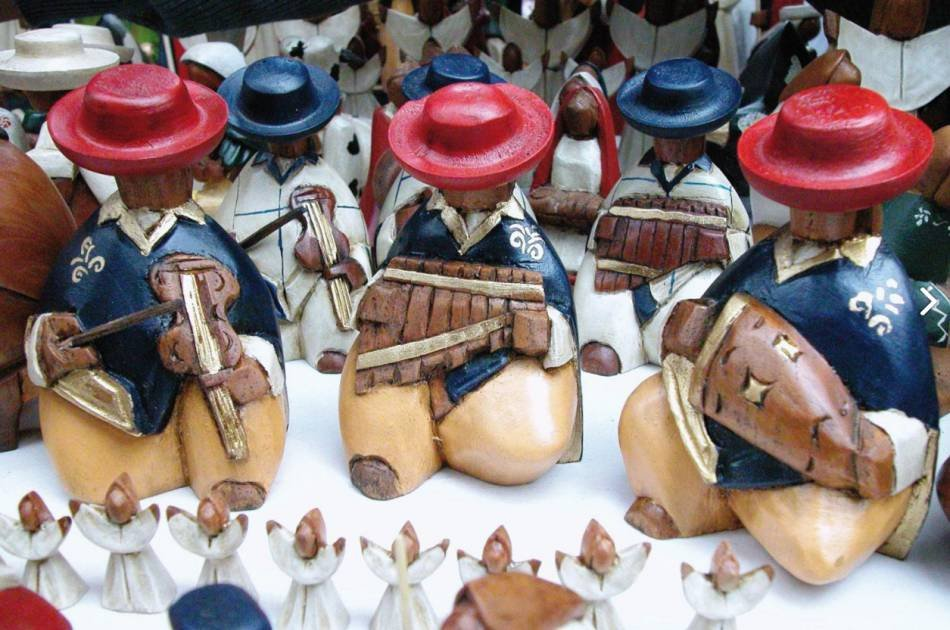 Otavalo Indigenous Market, Cotacachi & Cuicocha Tour with lunch