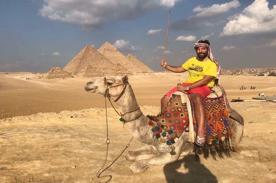 8 Hour Private Tour to The Great Giza pyramids, The Egyptian Museum and Bazaar