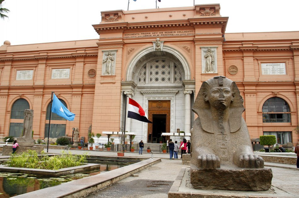 Be in Awe on a Private Day Tour of the Giza Pyramids, Sphinx and Egyptian Museum