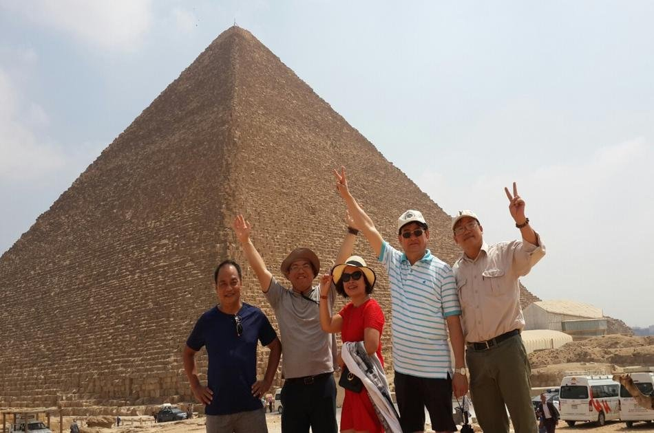 Private 8 Days Historical Tour of Pyramids, Karnak Temple and Cruise by Flight