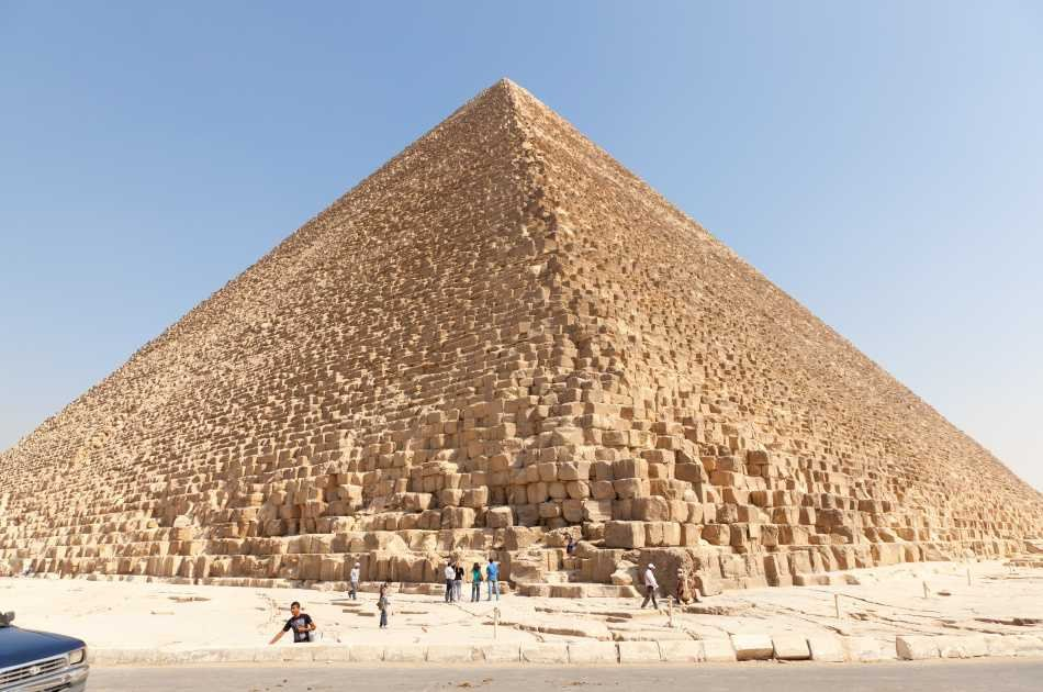 Private Full-Day Tour to Giza Pyramids, Sphinx, Sakkara Pyramids and Memphis With Lunch