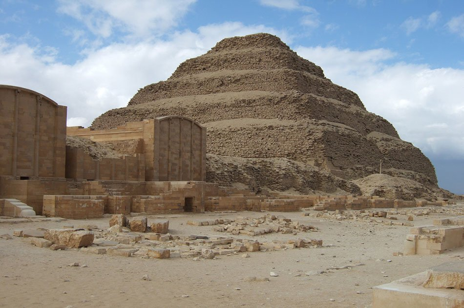Private Full-Day Tour to Giza Pyramids, Sphinx, Sakkara Pyramids and Memphis
