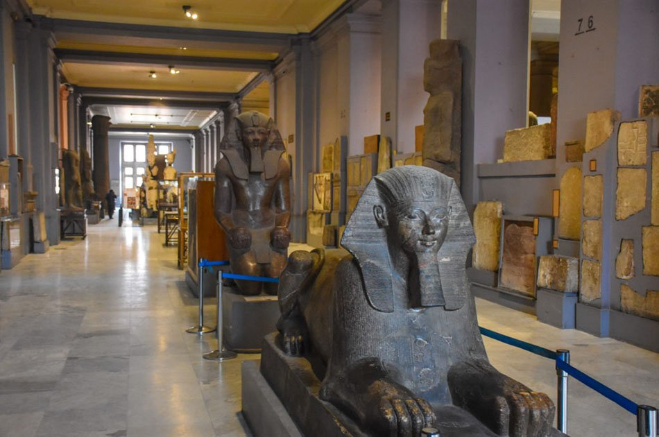 Private Full-Day Trip to Giza Pyramids, Sphinx and Egyptian Museum