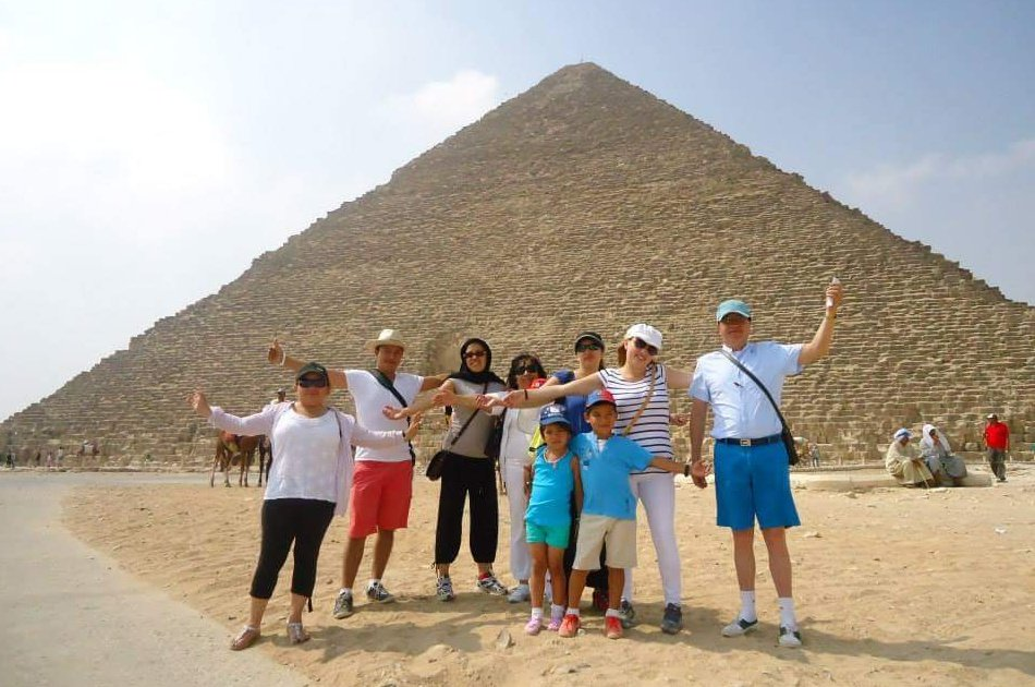 Private Half Day Tour to Giza Pyramids and Sphinx With an Egyptologist Tour Guide