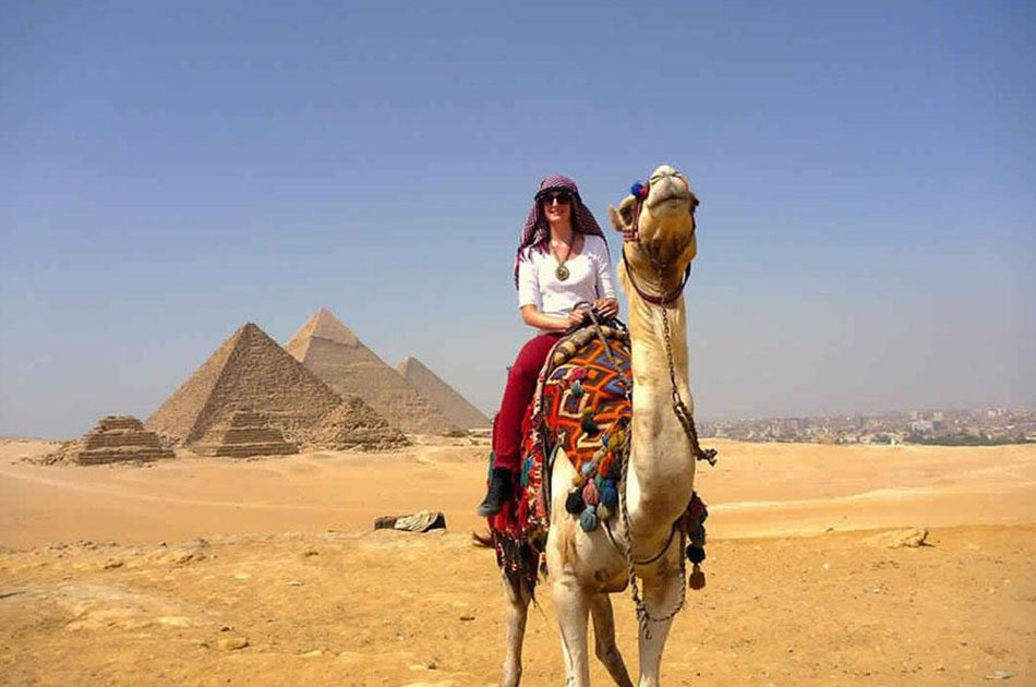 Private Half-Day Tour to the Great Giza Pyramids and Sphinx With Camel Ride