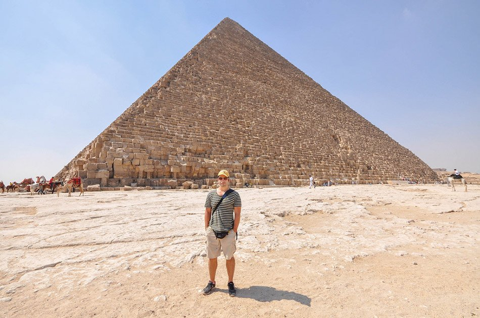Private Layover Tour from Cairo Airport To The Egyptian Museum, Giza pyramids and Bazaar