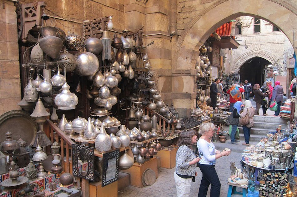 Private Tour to The Great Giza pyramids, The Egyptian Museum and Bazaar
