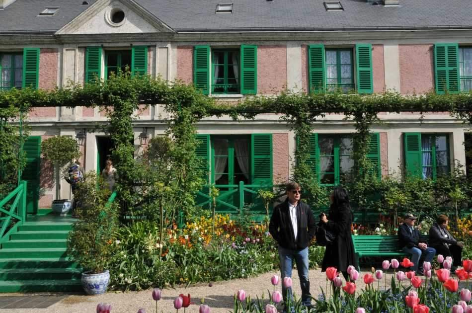 Audio Guided Tour of Giverny Monet's Gardens and the Palace of Versailles, Lunch Included
