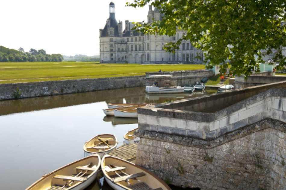 Audio Guided Tour of the Loire Valley Chateaux and Wine Tasting from Paris