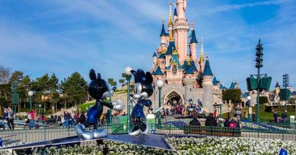 Disneyland® Paris: 1 Day 1 Park with Transport