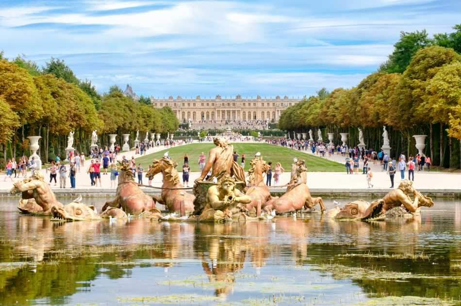 Full Day Excursion to Versailles and its Gardens with an Audio guide