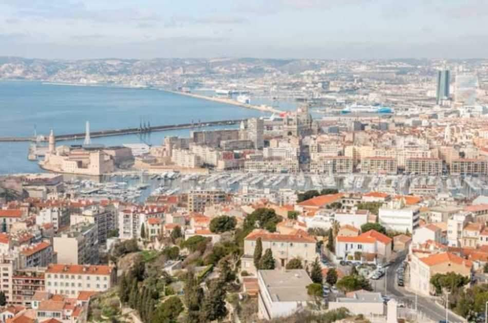 Guided small group tour in Marseille and Cassis