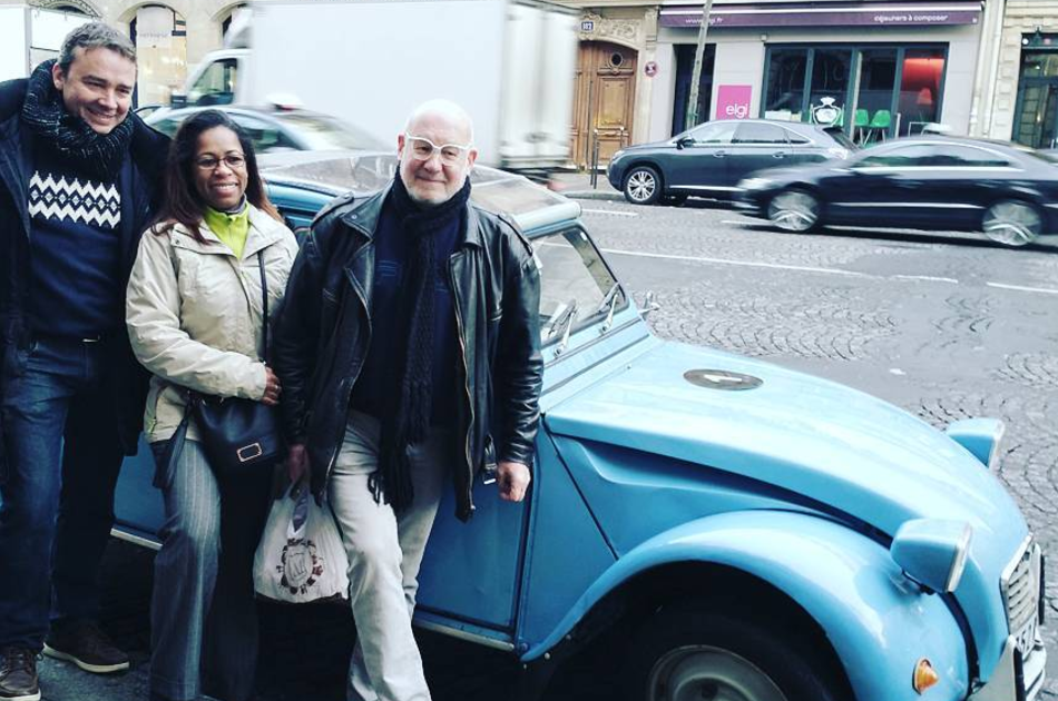 Paris By Day in a Vintage car - Classic Tour (2 hours)