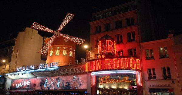 Moulin Rouge Cabaret Show and Dinner