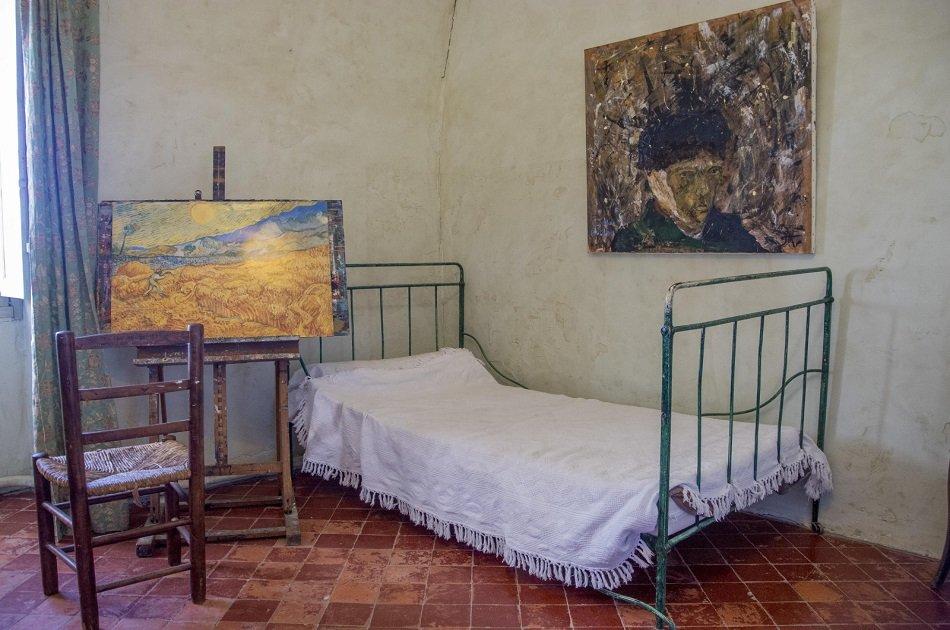 Private Avignon, St Remy and Les Baux De Provence Tour from Marseille