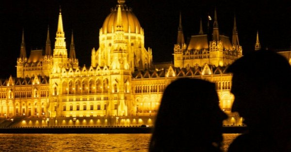 Dinner & Cruise with Live Music 10pm on the Danube Budapest