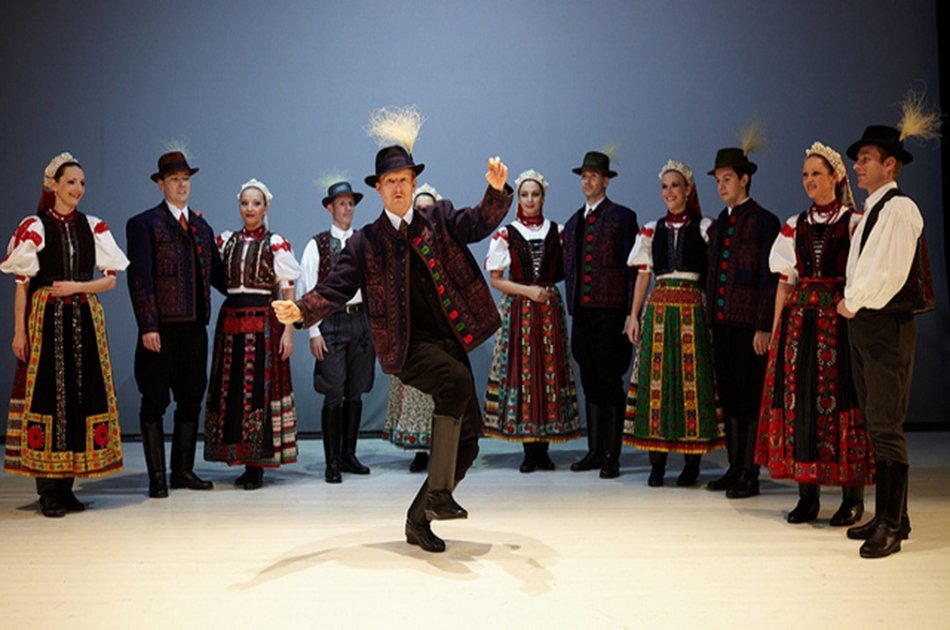 Hungarian Folklore Performance and Dinner & Cruise in Budapest