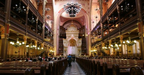 Jewish Heritage Essential Tour in Budapest