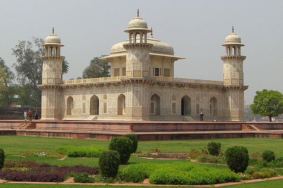1 Day Sunrise Taj Mahal Tour from Delhi