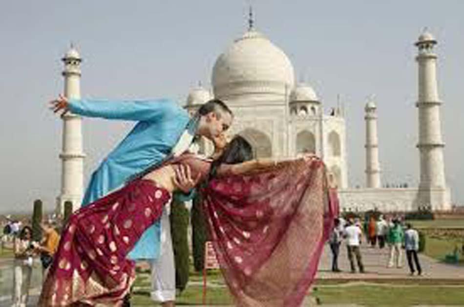 A Majestic Trip with Taj Mahal from Agra
