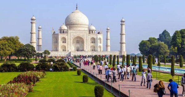 A Majestic Trip with Taj Mahal from Agra