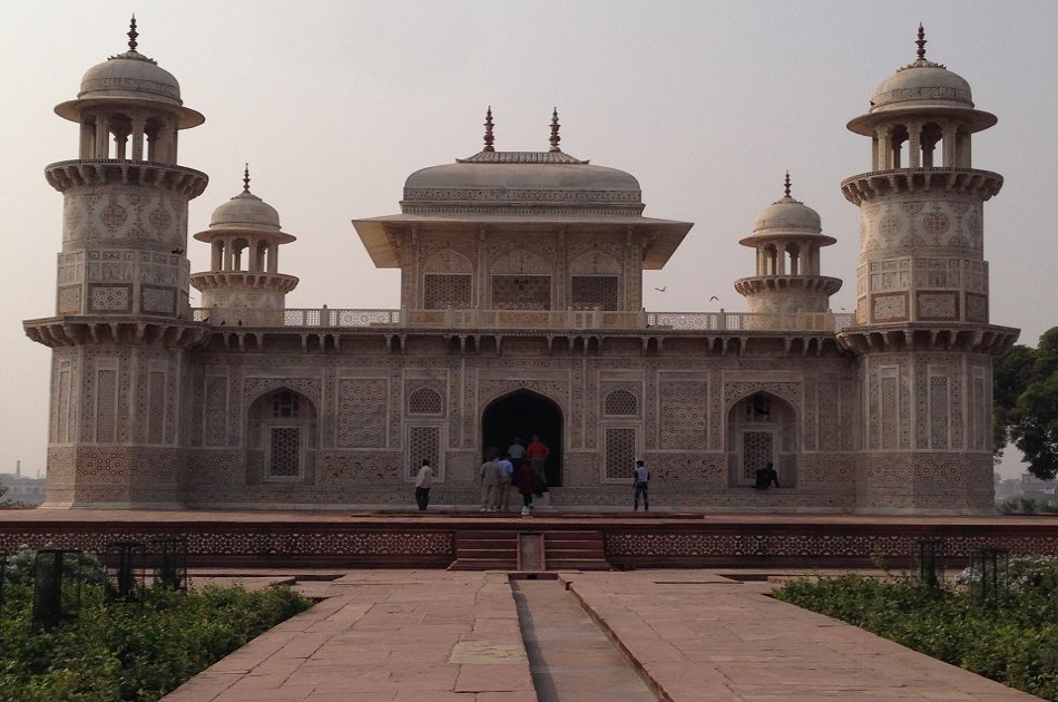 Agra City Private Tour Including Taj Mahal, Agra Fort, Baby TaJ & Sikandra