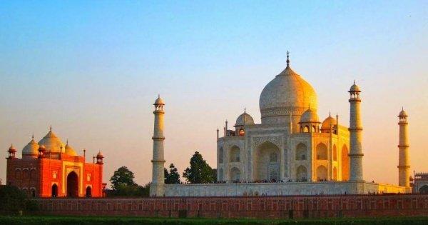 Agra Day Trip: Taj Mahal by Super Fast Train from Delhi