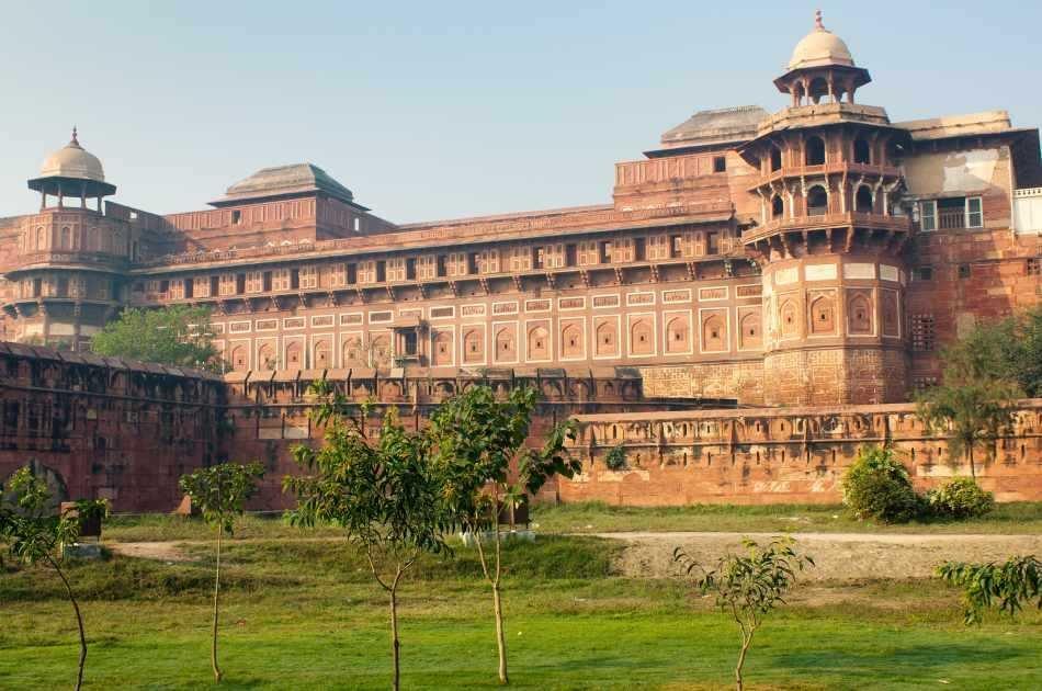 Day Trip to Taj Mahal From Delhi