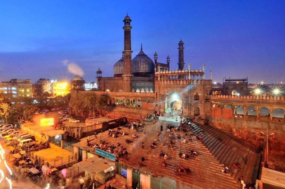 Discover Old Delhi With a 4 Hour Evening Walking Tour with Dinner