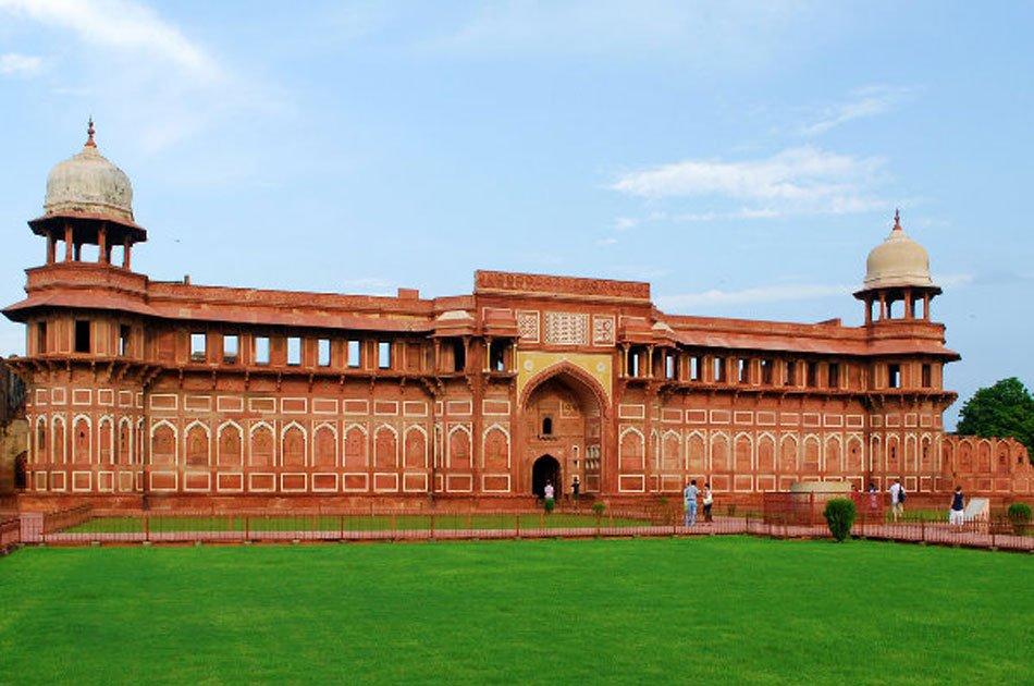 Exclusive Taj Mahal Tour by Train - Gatimaan Express From Delhi