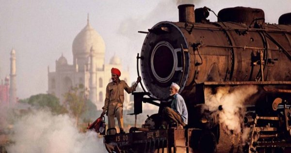 From Delhi: Taj Mahal and Agra Full-Day Tour by Fast Train