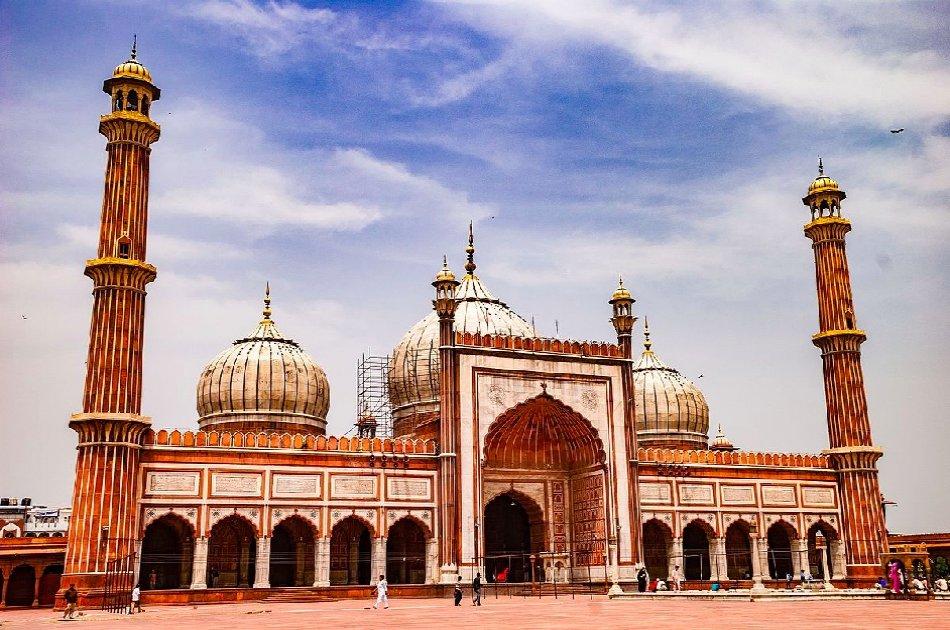 Full Day Mughals Monumental Tour in Delhi