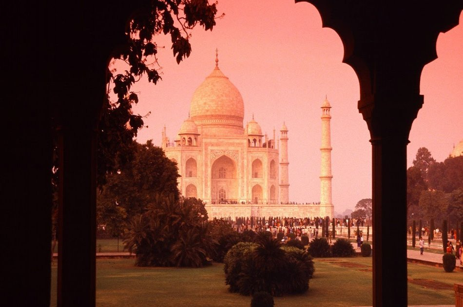 Luxury Tour to Visit Taj Mahal and Agra Fort from Delhi