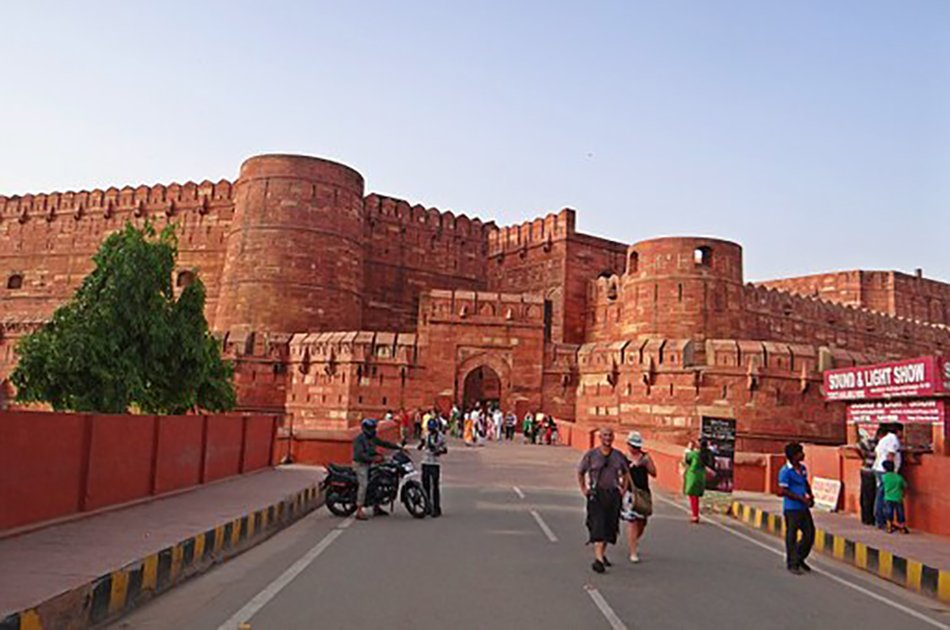 Memorable Experience Taj Mahal and Agra Fort Private Tour Including Lunch and Entrance Tickets